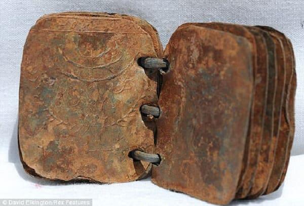 libri di metallo 2