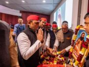 Biography of Akhilesh Yadav in Hindi