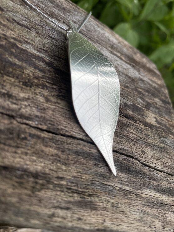 Chilli Designs leaf pendant 7 cm