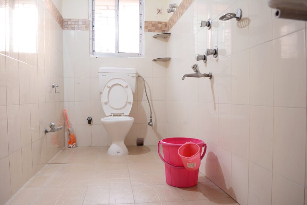 The toilets are all fitted with a western commode, a geyser and a hand faucet