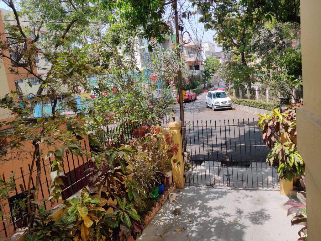 Front gate, Boi-er Baari