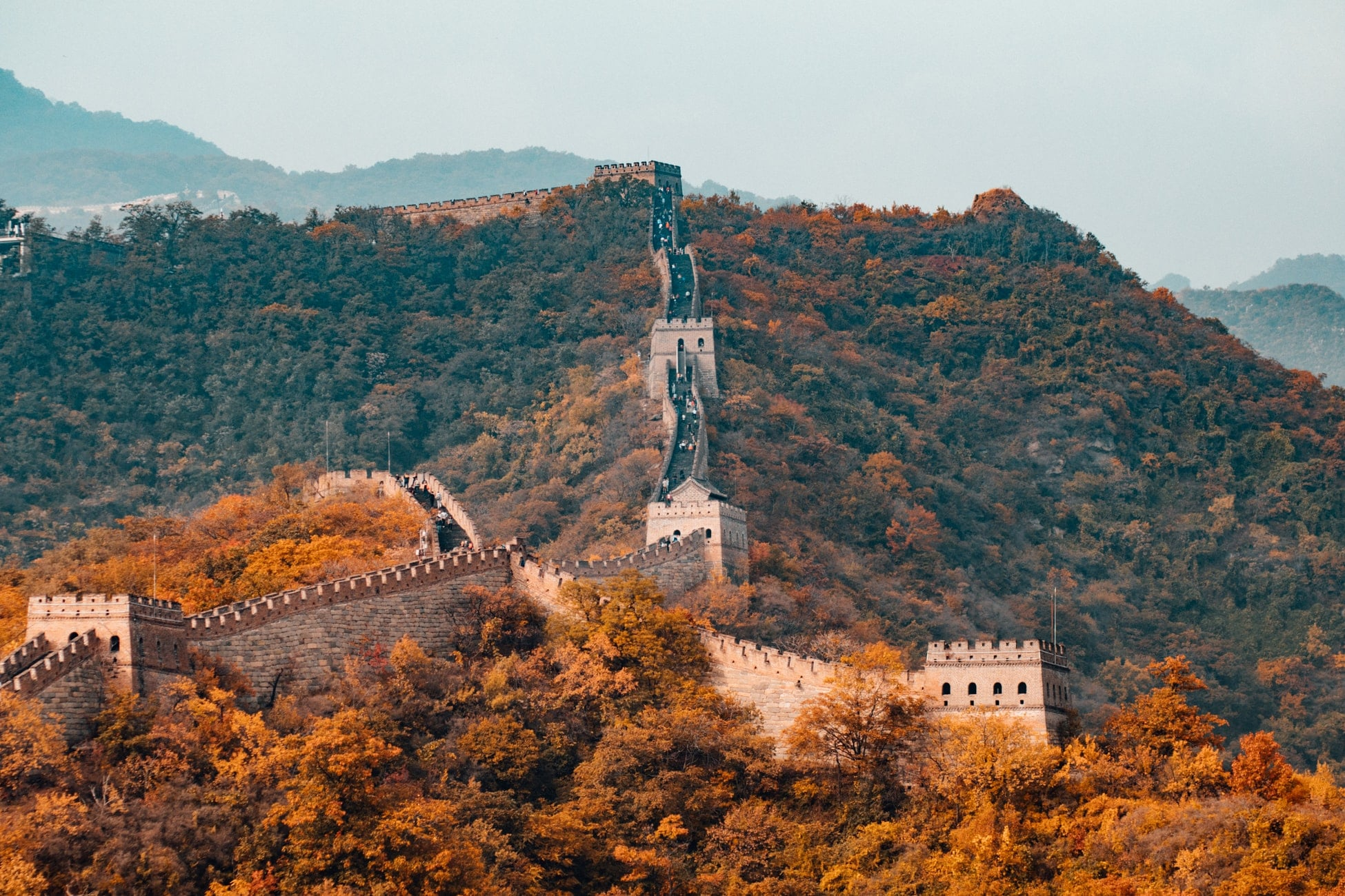 China Wall Tour with Mountains