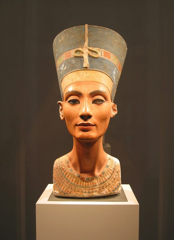 What are the characteristics of Egyptian fashion?