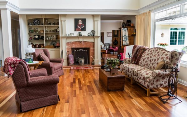 What makes this eclectic style living room very functional and eye-catching ?