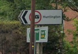 Arrow shaped (Pointy) signs are placed at the juntion