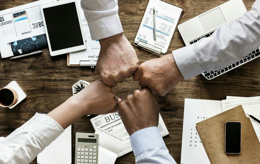 www.copytradingitalia.com - Quali sono i Vantaggi e Benefici del Copy Trading - team work