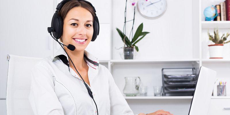 Operatore donna di Assistenza Clienti