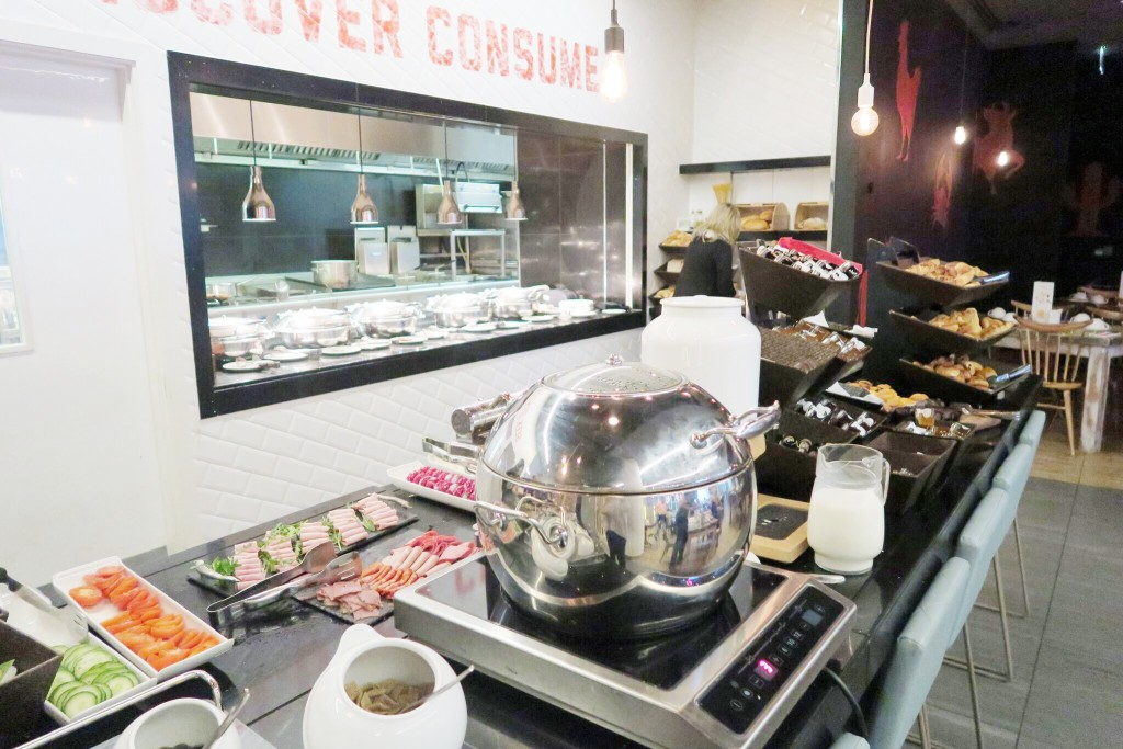 Novotel London Blackfriars review breakfast 3