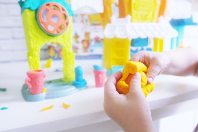 hasbro toy tribe playdoh town review 10