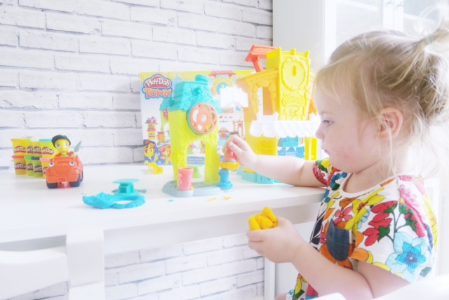 hasbro toy tribe playdoh town review 11
