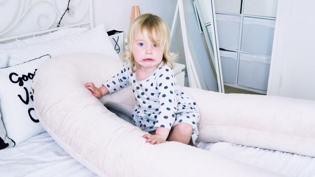 u shaped pregnancy pillow review 2