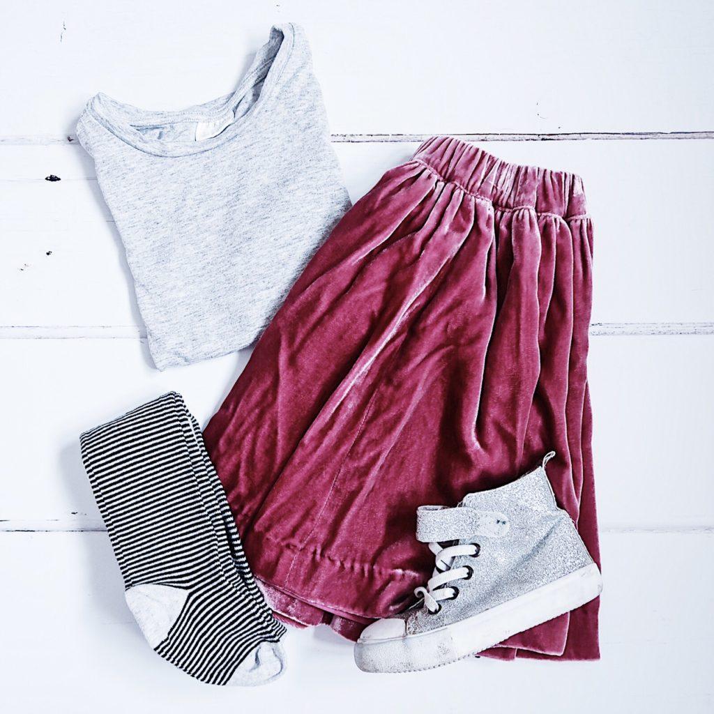 Weekend tot style little white company velvet skirt