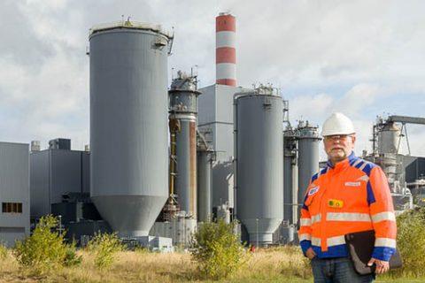 Adolf Koppensteiner, Mercer, vor dem Zellstoffwerk Mercer Stendal in Arneburg, Deutschland