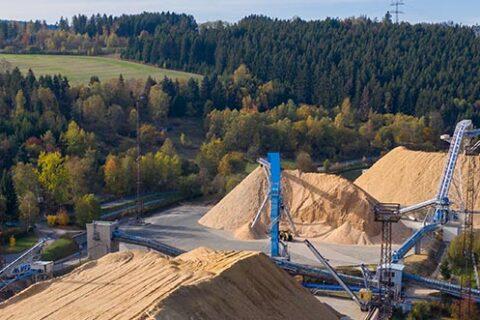 Spänelager im Zellstoffwerk Mercer Rosenthal, Rosenthal am Rennsteig, Deutschland