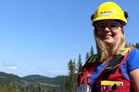 Charlene Strelaeff, Faserförsterin bei Mercer Celgar, ist die Empfängerin des 2020 FPAC Women in Forestry Award