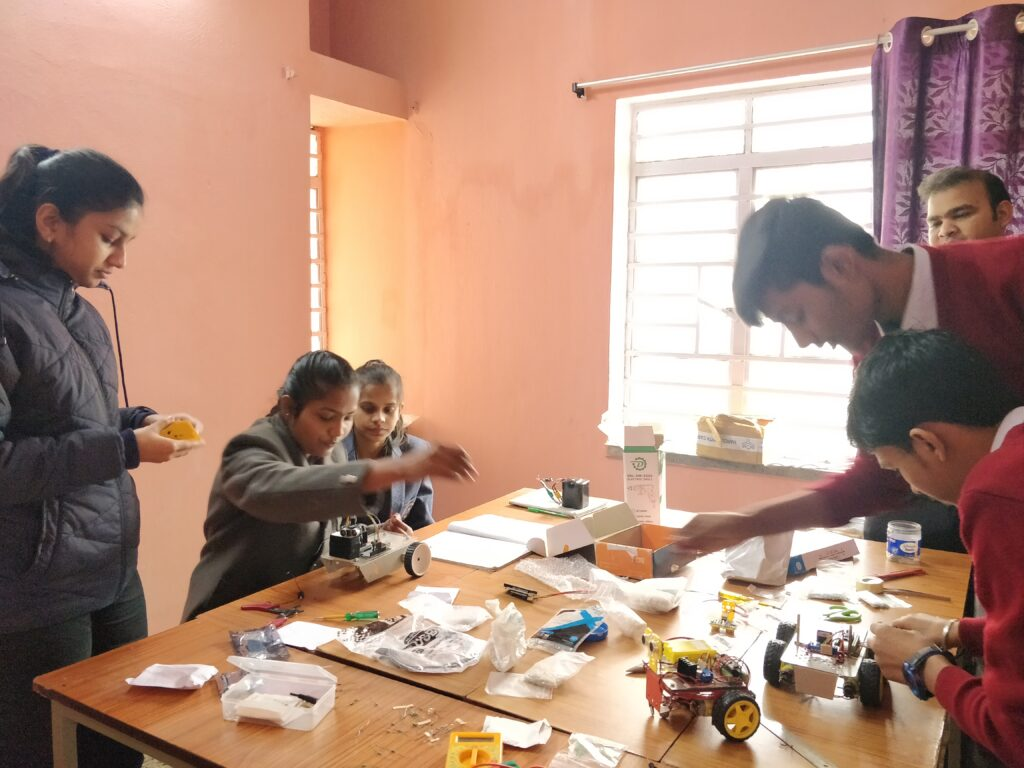 Students making robots @ Stepupify Labs