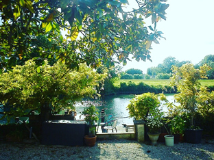 The garden and the Charente