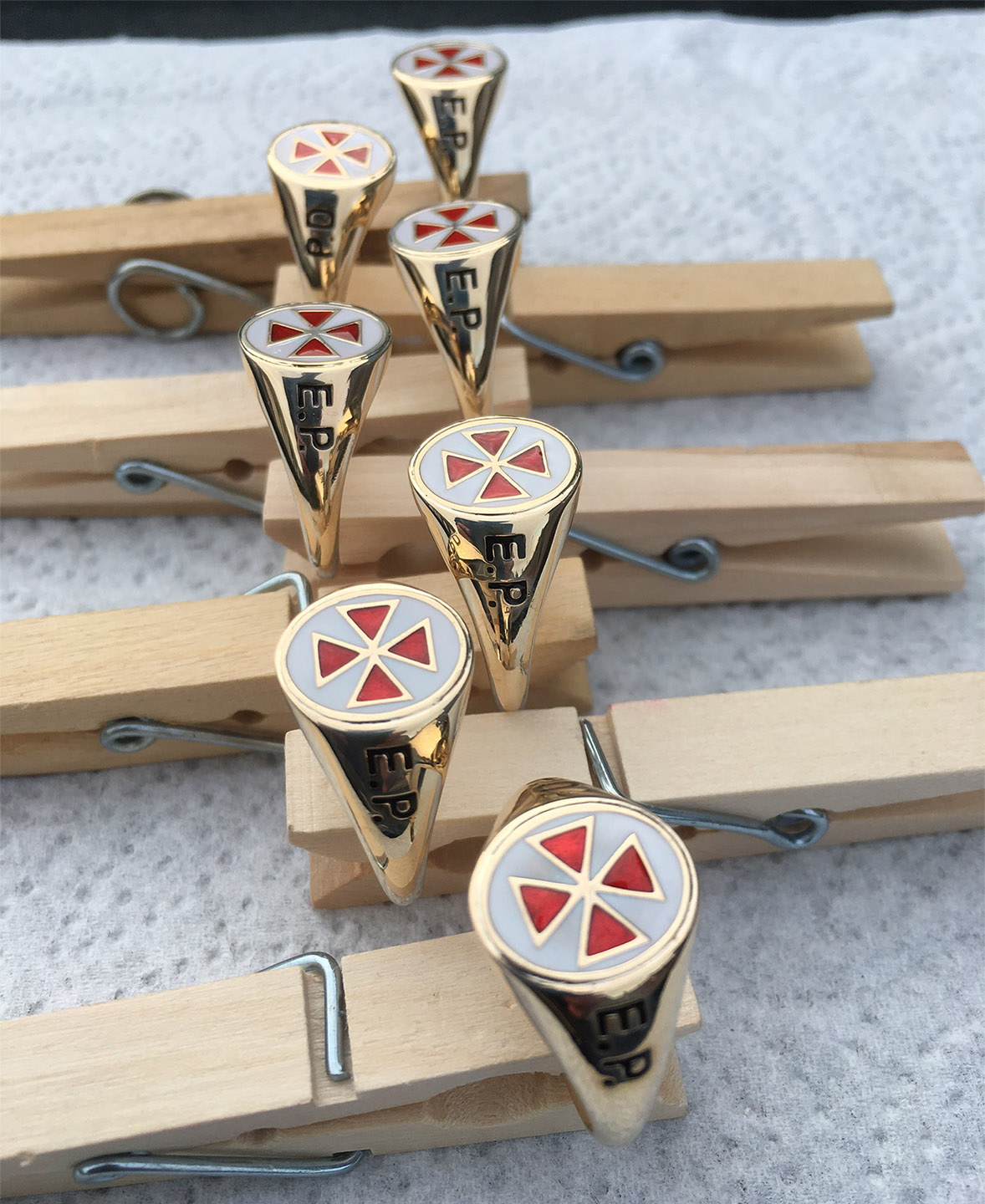 7 x E.R. england gold rings finished