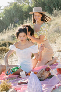 beach picnic styled by Daniela Gil