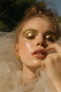 golden makeup inspo styled by Daniela Gil