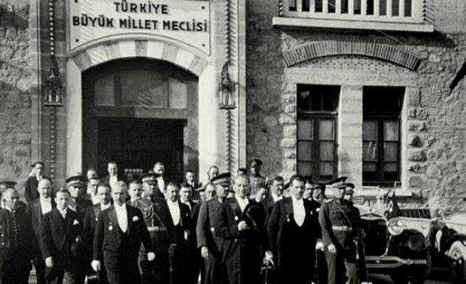 Cumhuriyet, Demokrasi ve Türkler