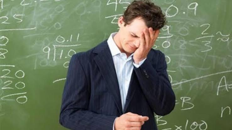 Öğretmen Ne Değildir ?