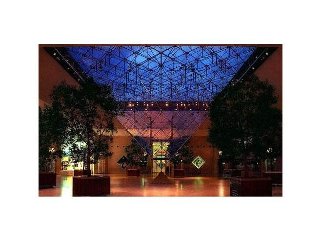 Go Local at the Carrousel du Louvre