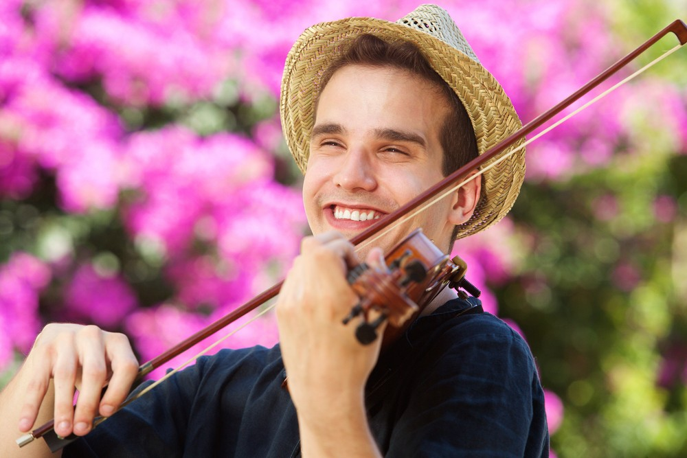 Man learns violin and 6 languages since betting shops shut