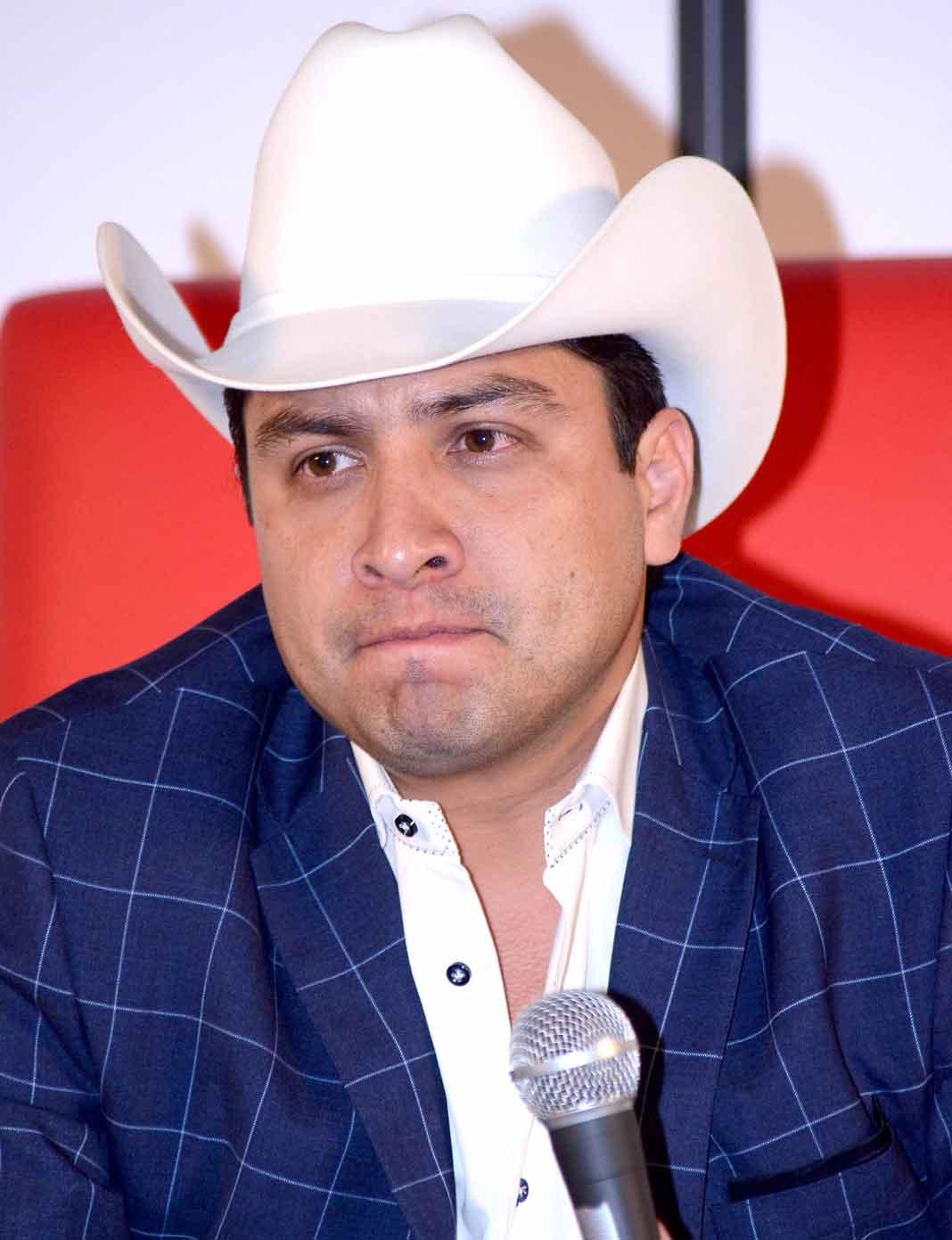 Julión Álvarez dijo que no tiene necesidad de tener ningún socio, y menos a un narco