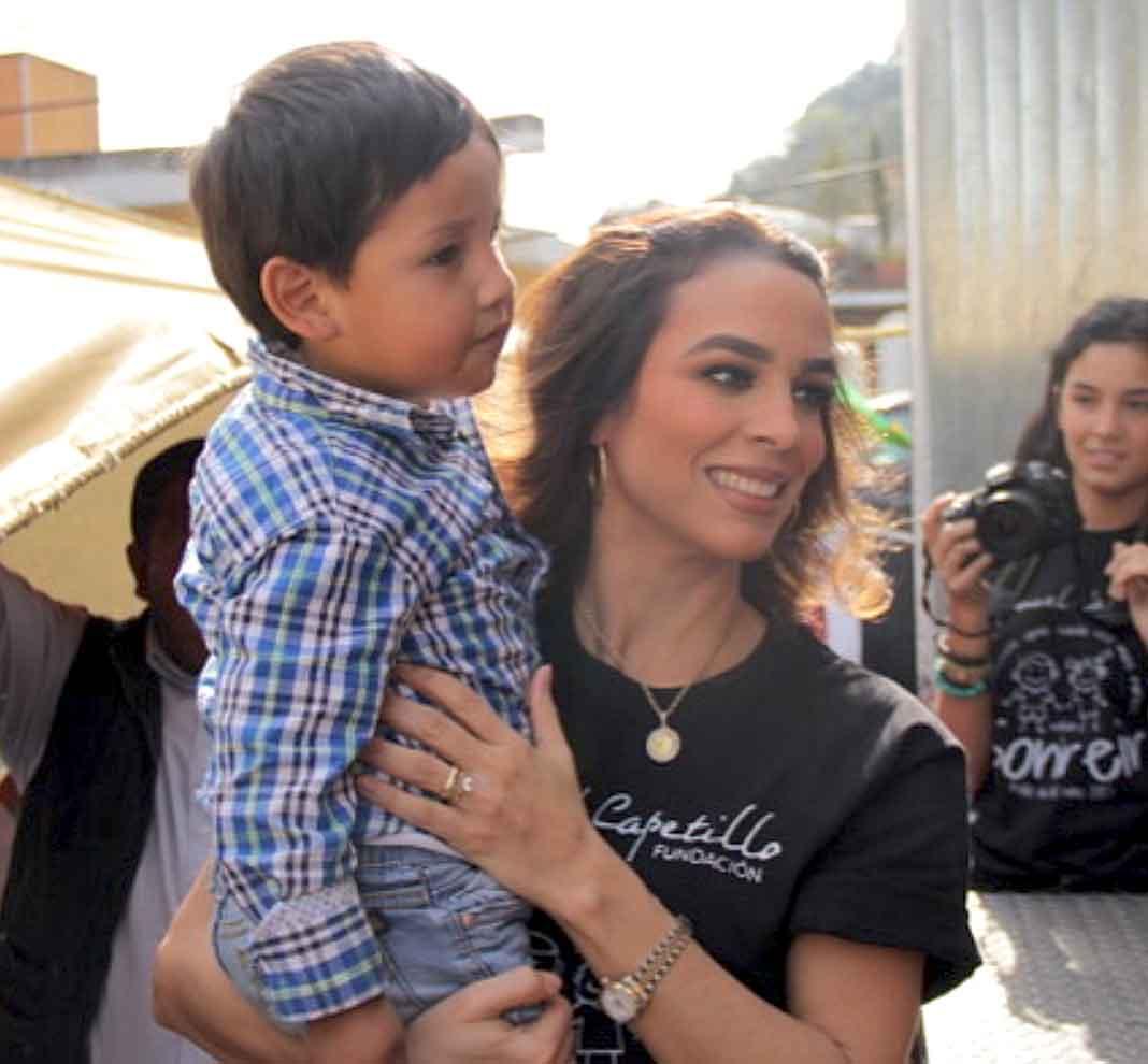 La también ex Timbiriche acompaña a Eduardo en los eventos de su fundación