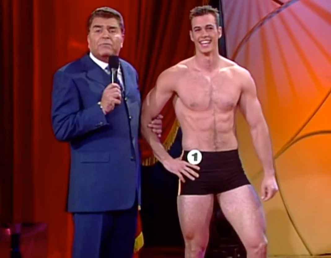 """Fue el participante número 1 en el concurso Mr. Macho de """"Sábado Gigante"""", con Don Francisco, en 2001"""