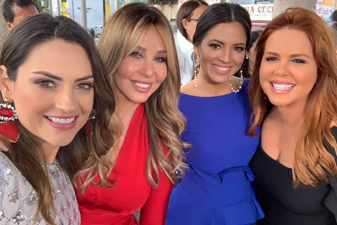 Esta foto es histórica, porque reúne a las primeras con las actuales presentadoras del show