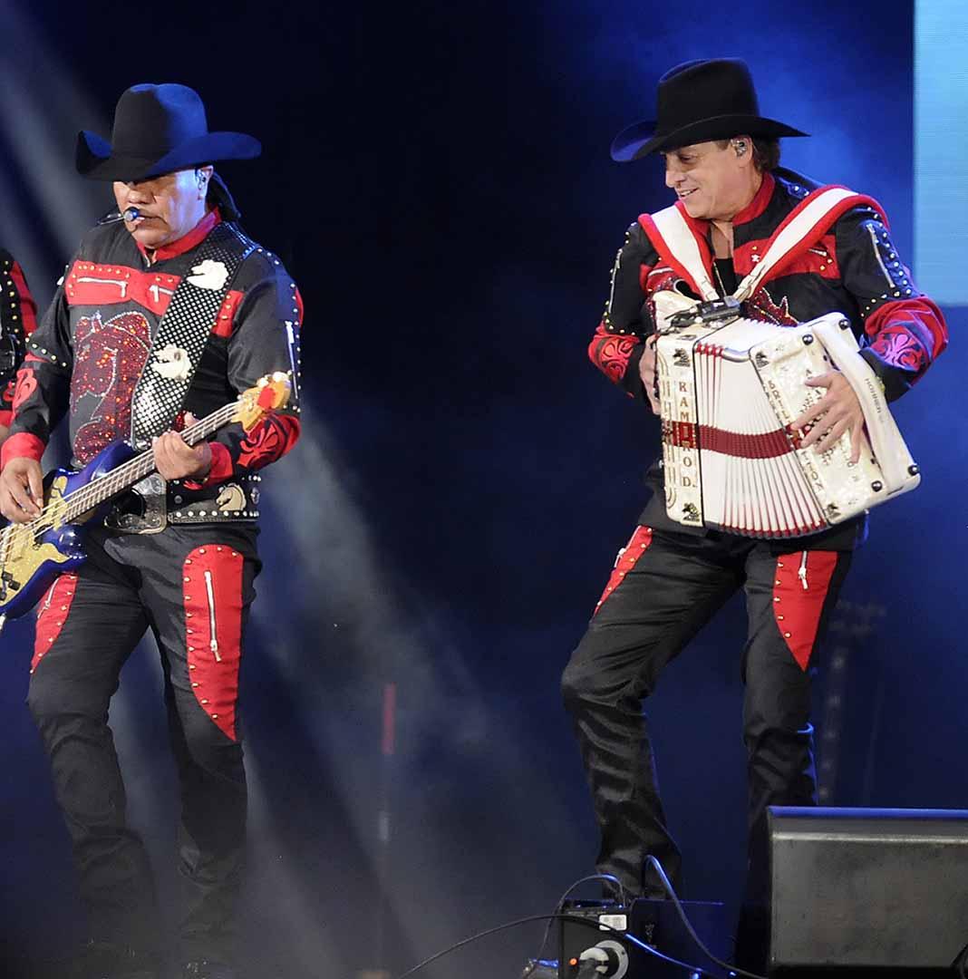 Lupe Esparza y Ramiro Delgado son la cara de Bronco