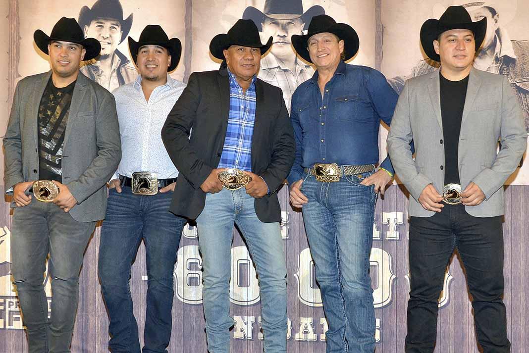 José y René Esparza y Javier Cantú se unieron a Lupe y Ramiro, pasando a ser quinteto