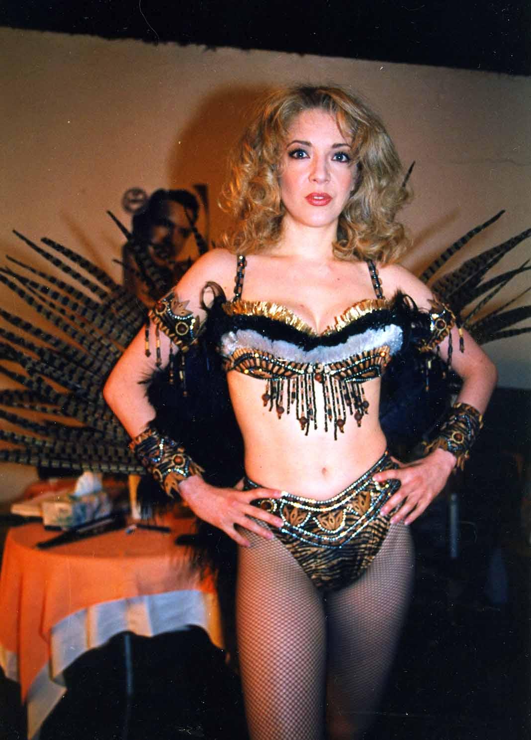 En 1998 protagonizó la puesta en escena Aventurera