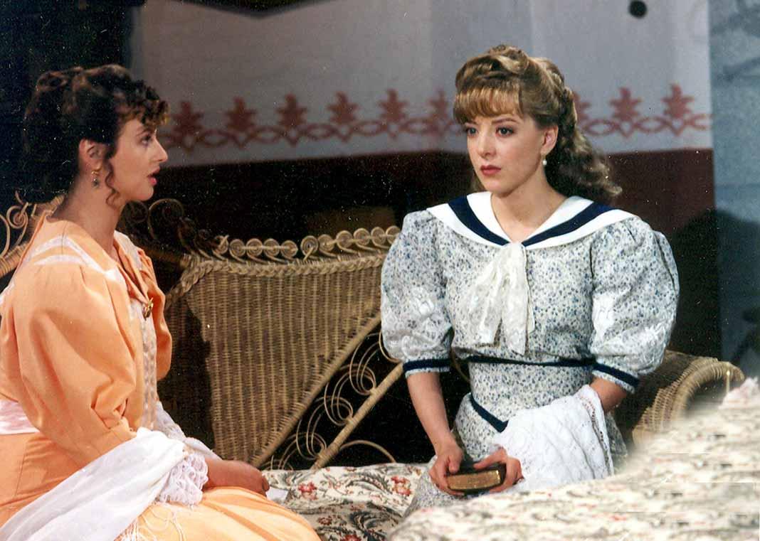 Aquí la vemos en 1993 en una escena de la telenovela Corazón Salvaje