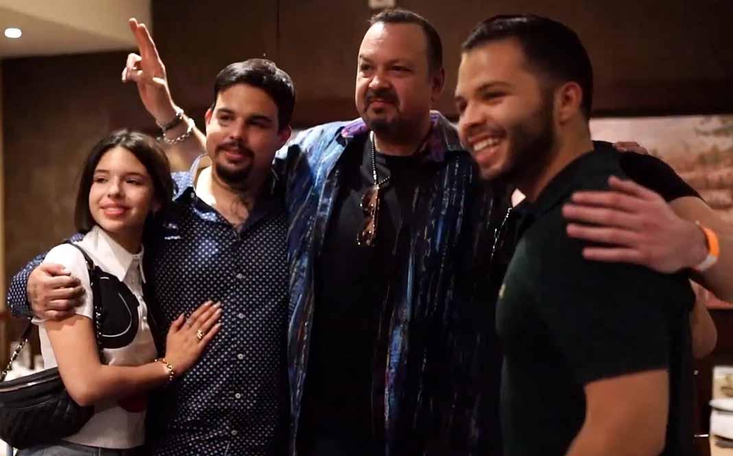 Pepe Aguilar al fin pudo reunir una vez más a sus hijos Ángela, Emiliano y Leonardo