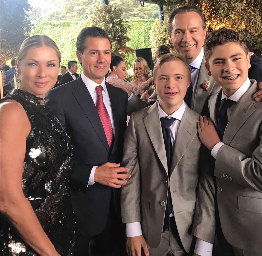 Lety Calderón, Enrique Peña Nieto, Juan Collado (ex de la actriz) y los hijos de ambos Luciano y Carlos