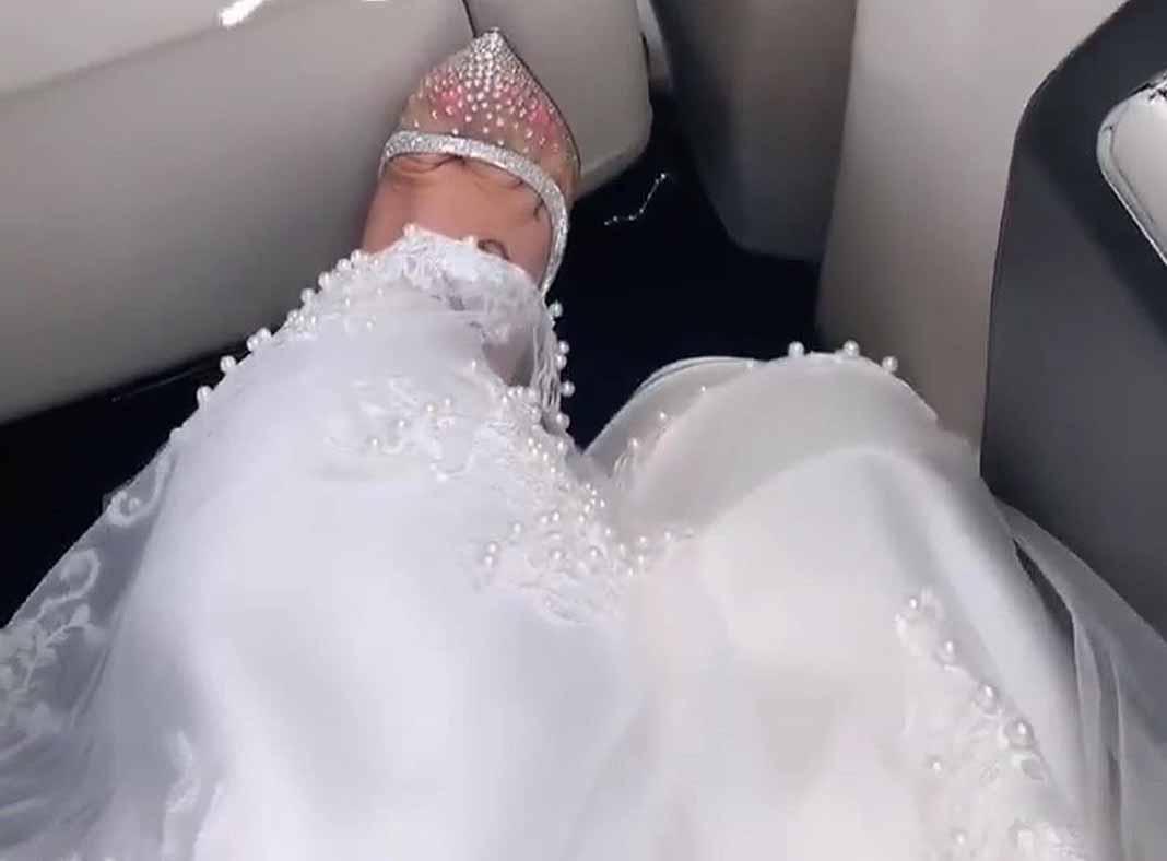 La única foto que Chiquis posteó de su boda: los dedos de su pie