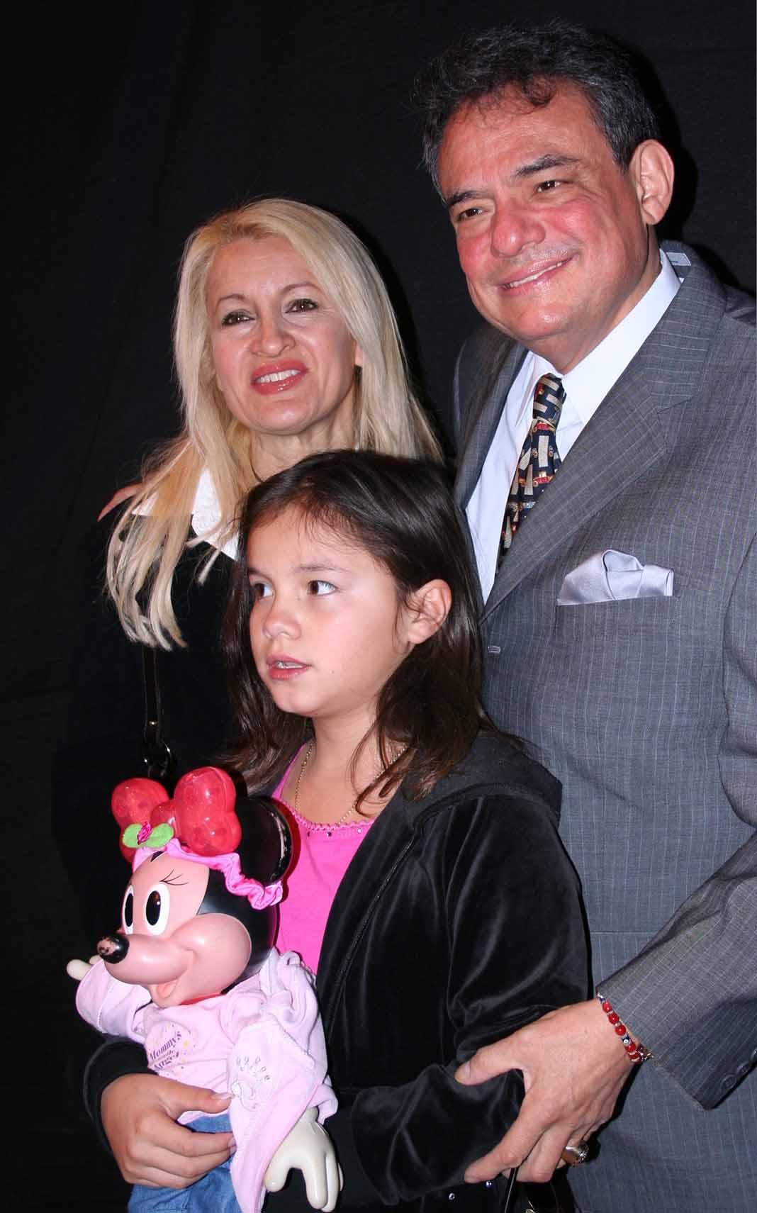 José José y sus Saritas, su esposa y su hija, con quien vivió los últimos años de su vida en Miami
