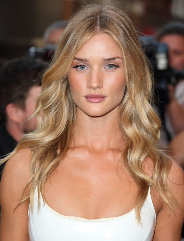 Celebrity Wavy Hairstyles From The Red Carpet Events 8