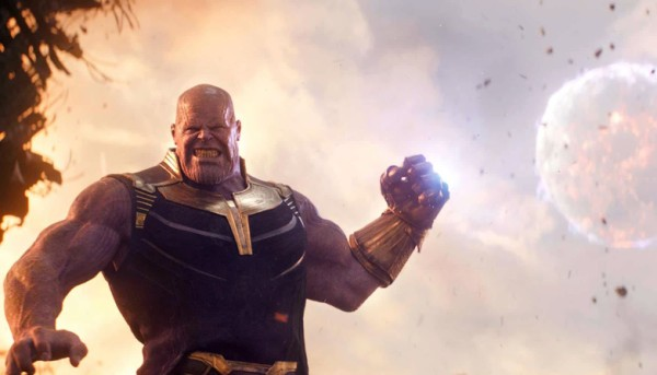Thanos with infinity gauntlet infinity war