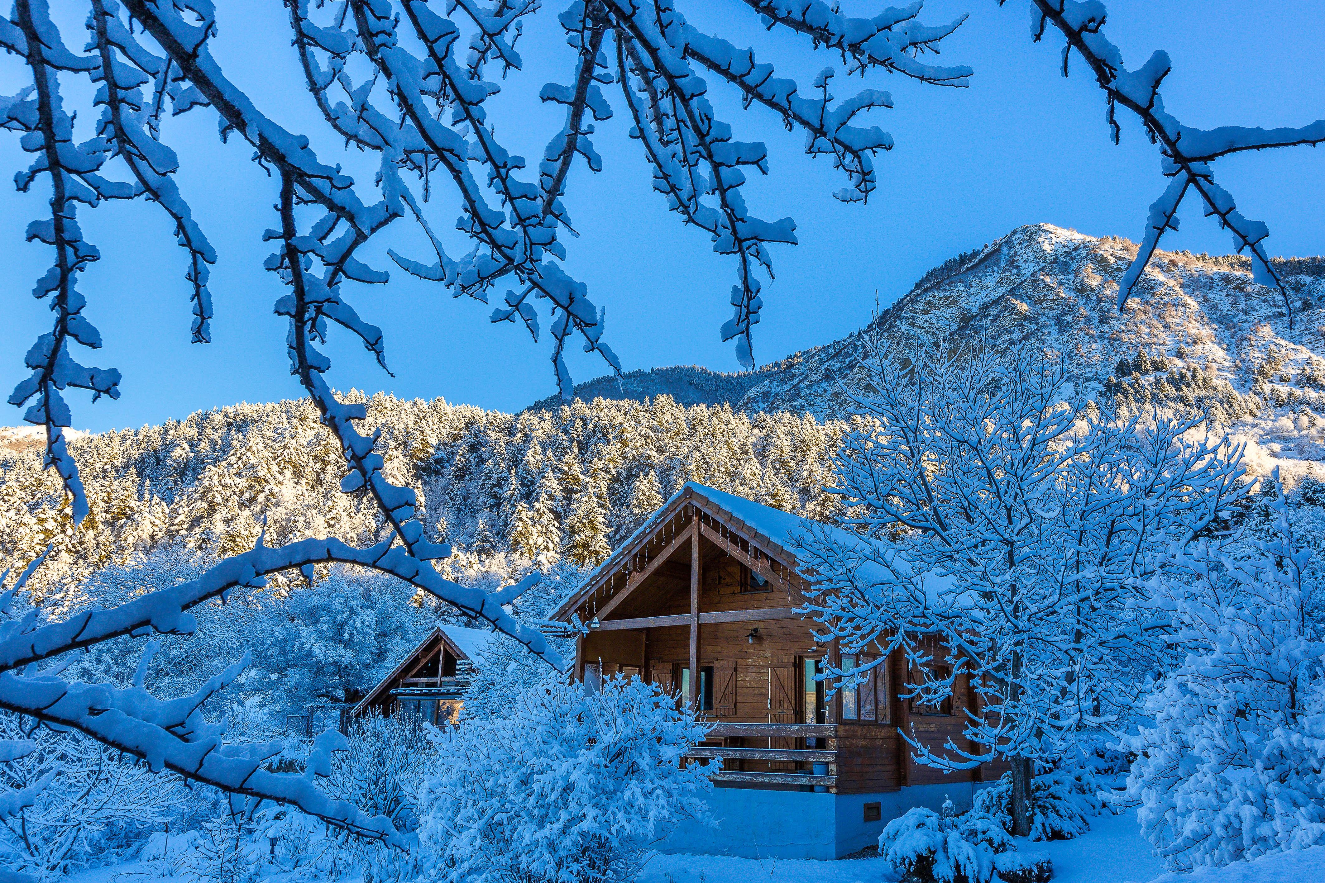 Chalet Carpe Diem - Vue extérieure l'hiver : le chalet sous la neige