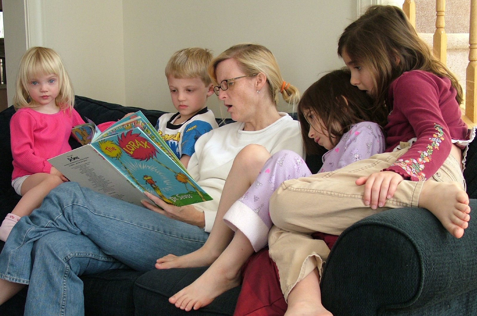 mother-reading-a-book-to-children-1438086