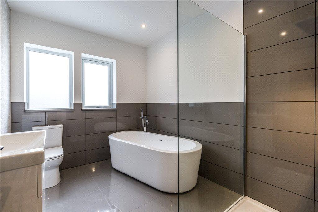Ensuite Bathroom free standing bath