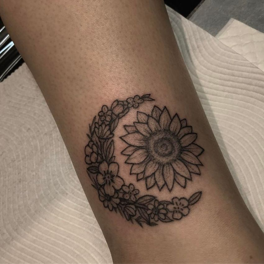 50 Meaningful And Beautiful Sun And Moon Tattoos Kickass