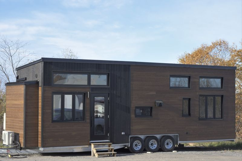 Magnolia tiny house on wheels (1)