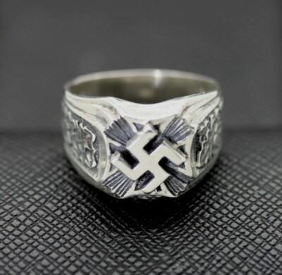 WW2 German ring swastika symbol oakleaf