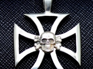 German totenkopf iron cross pendant