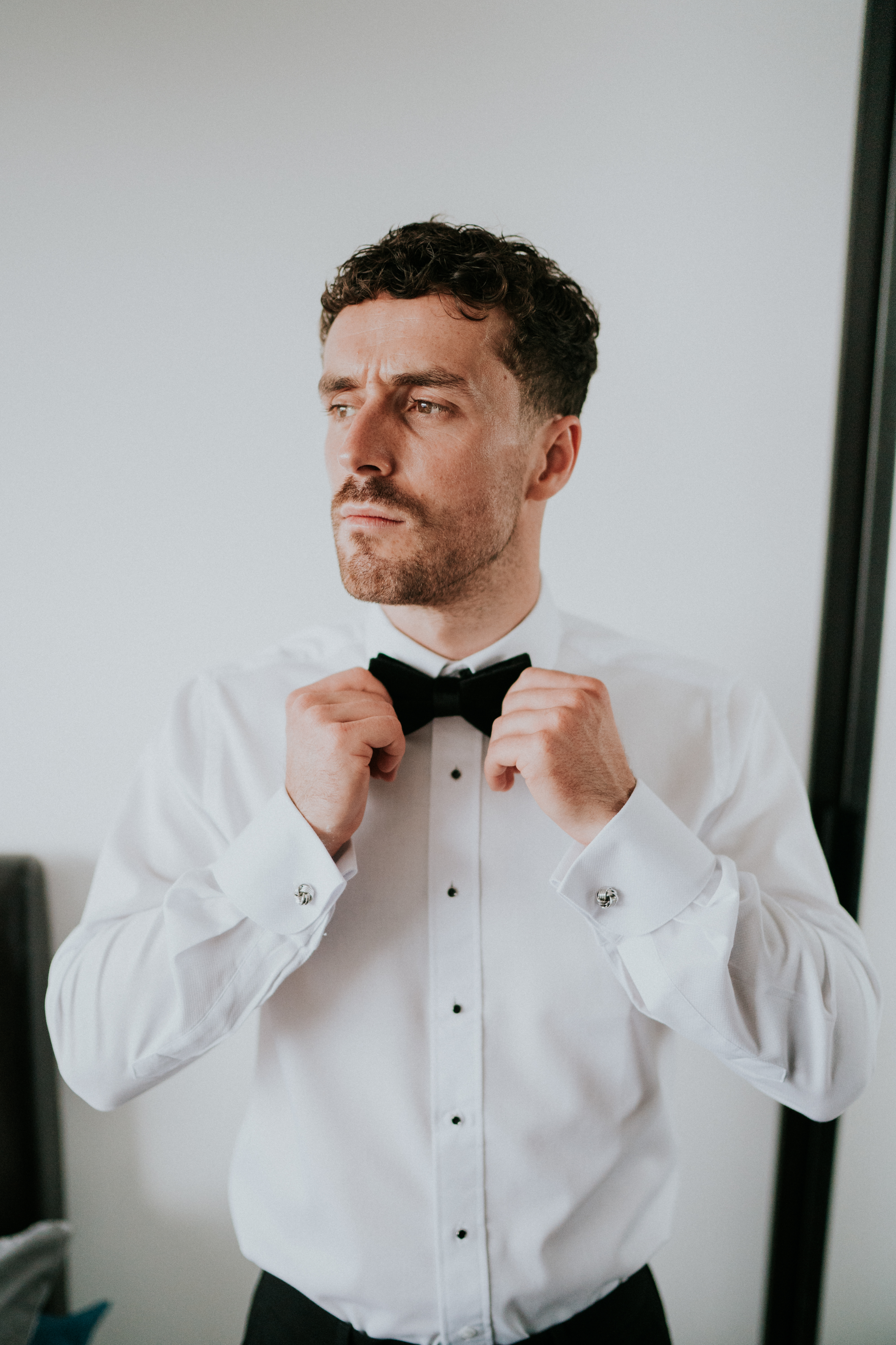groom straightening tie